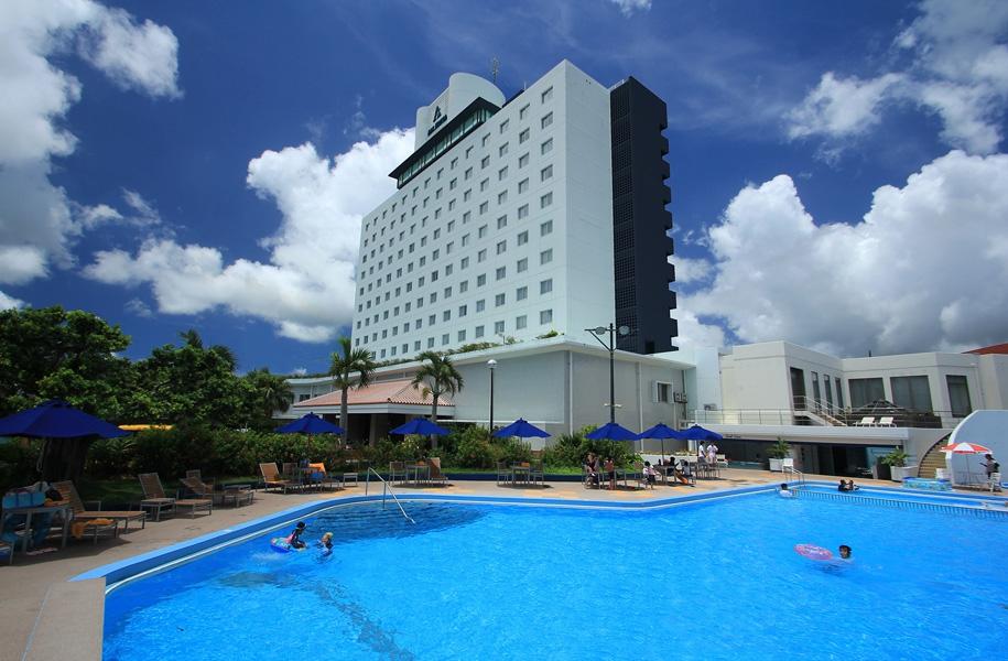 アートホテル石垣島プールもオープンです!