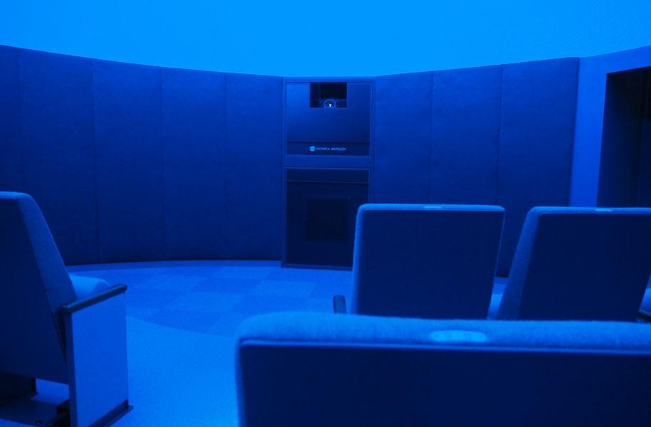 ドームシアターはペアシート含め46席あるそう。ドーム全天に4Kの高解像度・高臨場感映像を投映可能だそう!