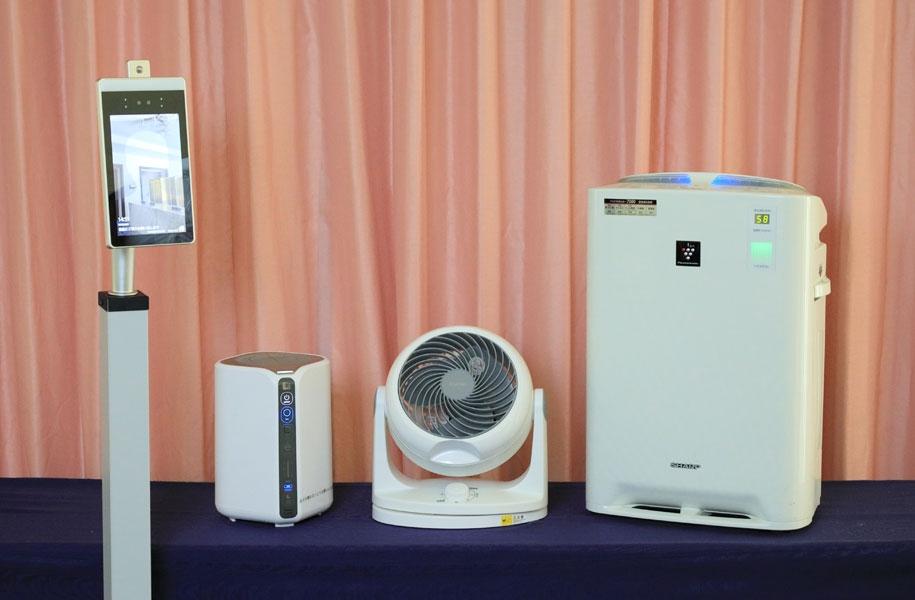 自動検温機、低濃度オゾン発生器、サーキューレーター、空気清浄機、受付用アクリル板、卓上アクリル板をご用意しております。