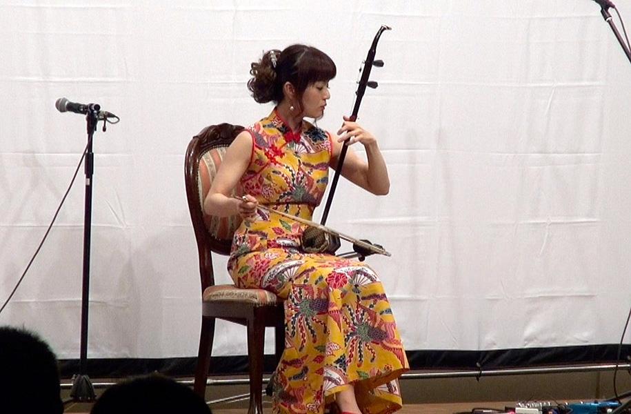 上地エリサさんの二胡演奏。とても情緒あふれて素敵な演奏でした。