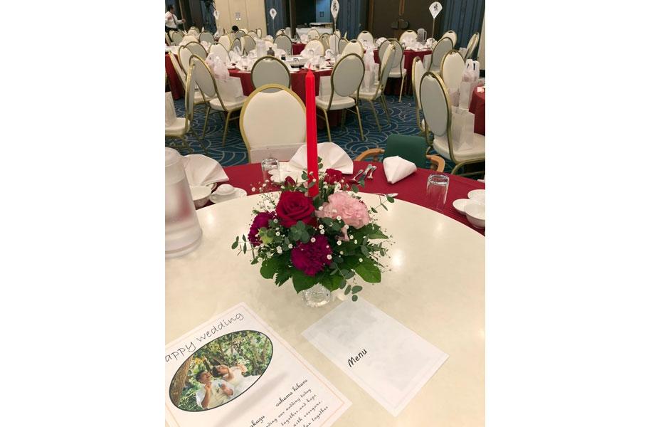 テーブルクロスと合わせたお花がステキ!