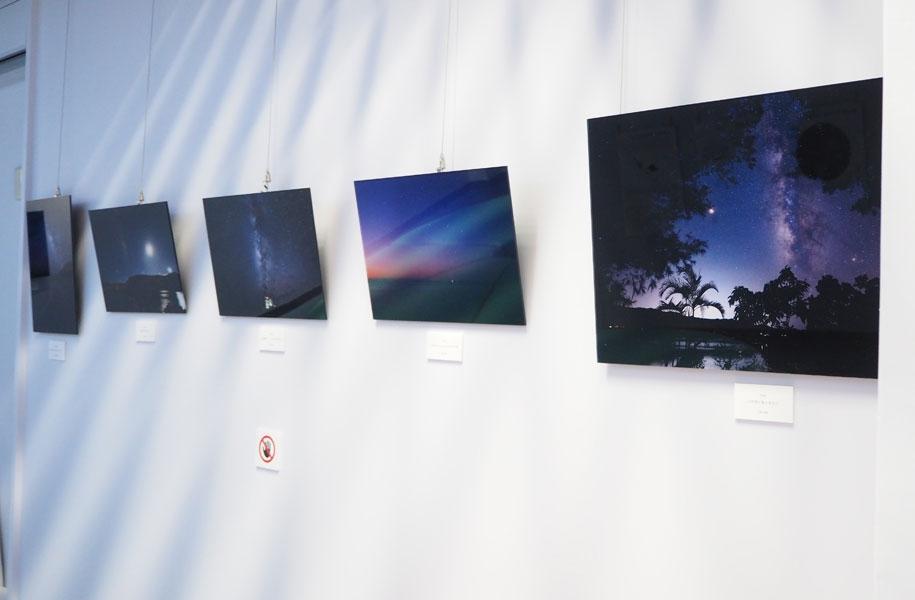 壁にはアートホテル石垣島もお世話になっている、石垣島在住カメラマン、北島清隆さんと天の川次郎さんの素敵な星空写真が展示されていました。