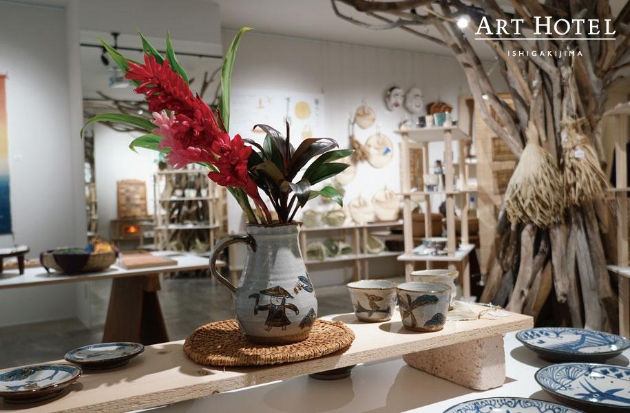 今回も、木工品・陶器・織物・民具など数々の手仕事を展示&販売しております。