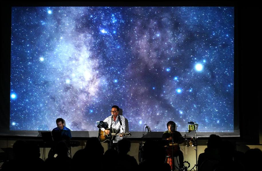 真作さんの力強い歌声と宇宙が合う!!素敵な世界でした♪