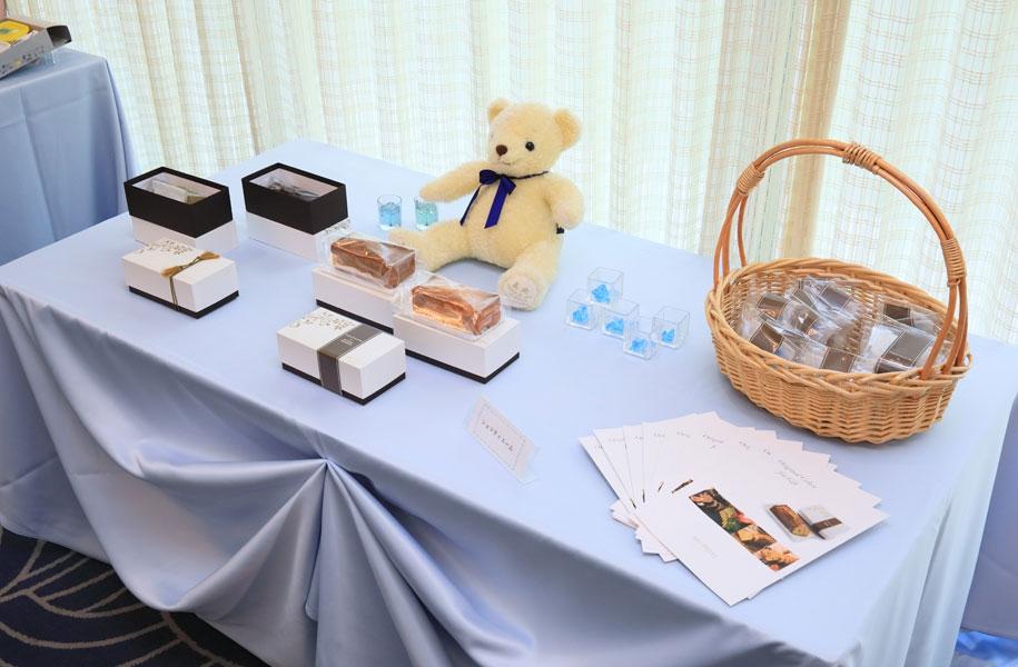 ショコラティエ-ム:アートホテル石垣島オリジナルレシピその他のパウンドケーキを専用BOXでご用意。