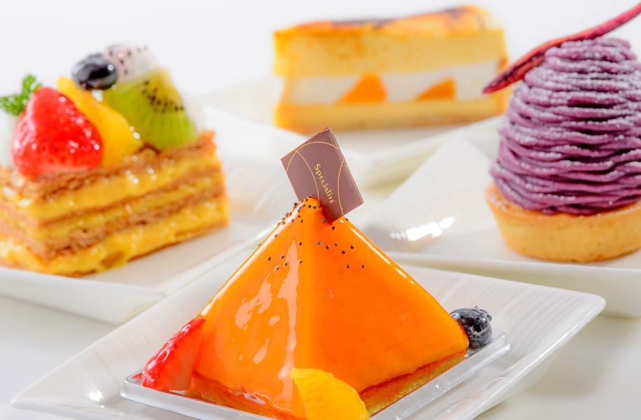 ホテルパティシエが作るケーキや焼き菓子も絶品です!絶景を見ながらスイーツもお楽しみください。