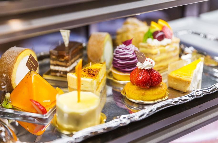 ホテルパティシエ特製のケーキは色鮮やかで宝石のよう!