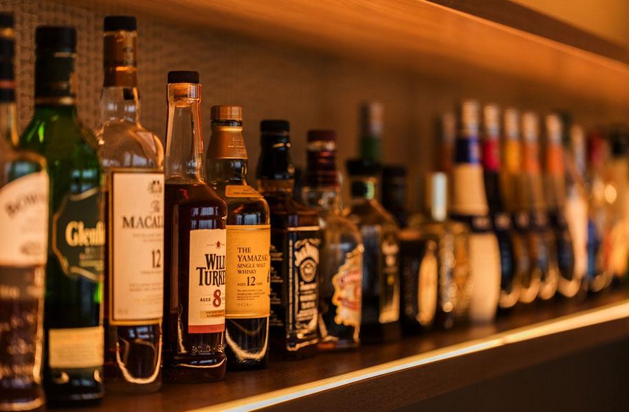 各種お酒をご用意。気分に合わせてお酒をお選びください。