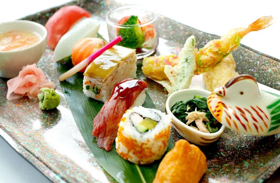 ~こまかい技が光る!見て楽しい、食べて美味しい~彩り寿司の和ランチプレート