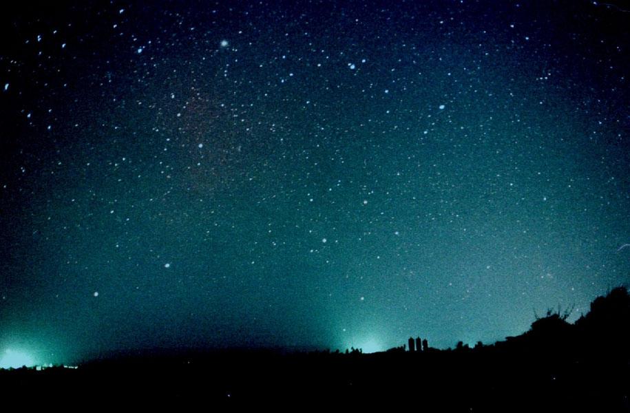 降るような星空