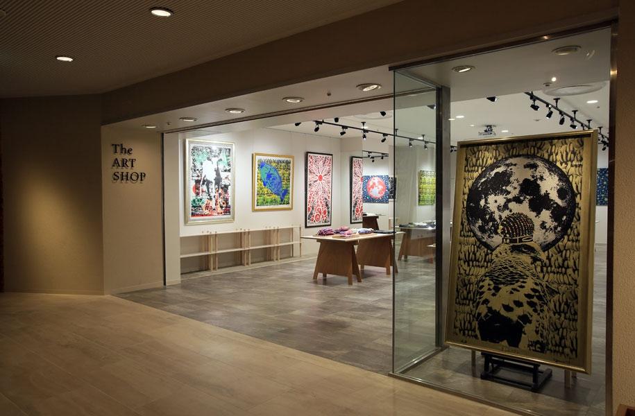 石垣島をはじめとする八重山地方の自然・動物モチーフの作品を多く手掛けられています