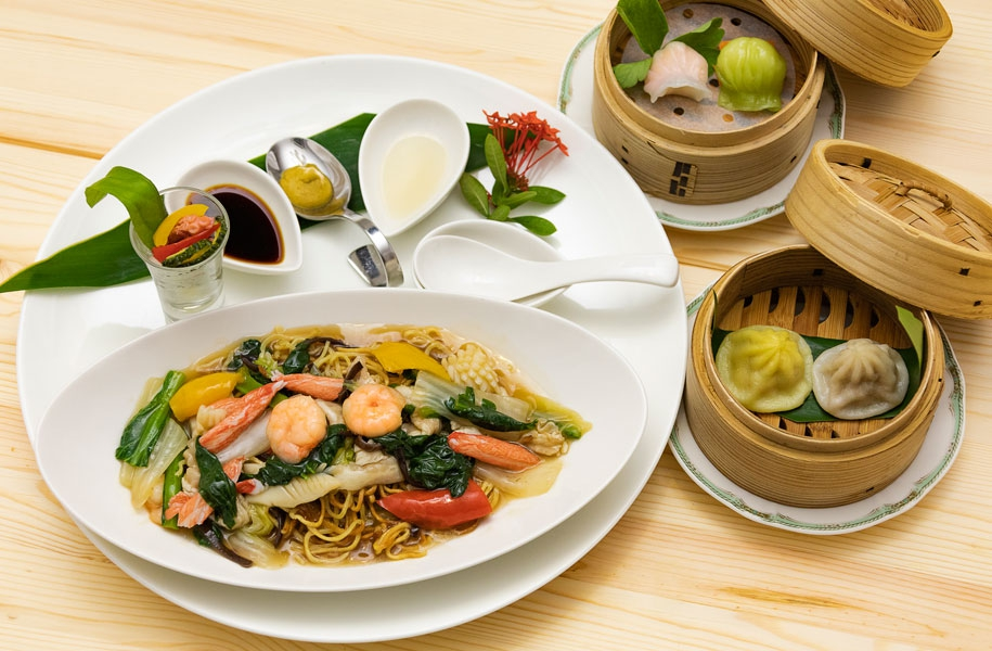 五目あんかけ炒麺(焼きそば)と4種の飲茶プレート