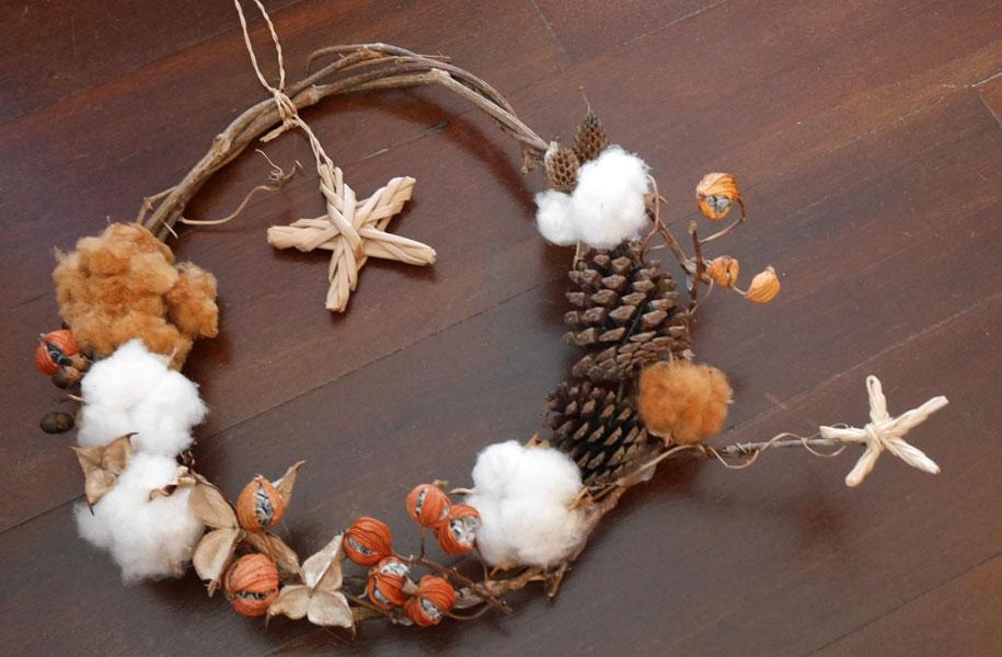 棉や月桃で作る島のクリスマスリース作り