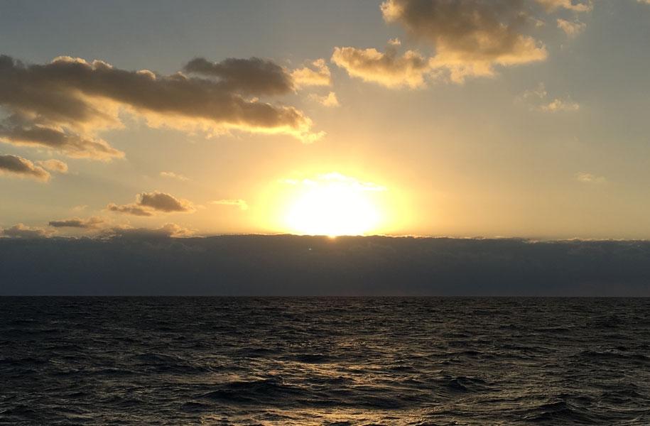 船上から臨む初日の出クルージング