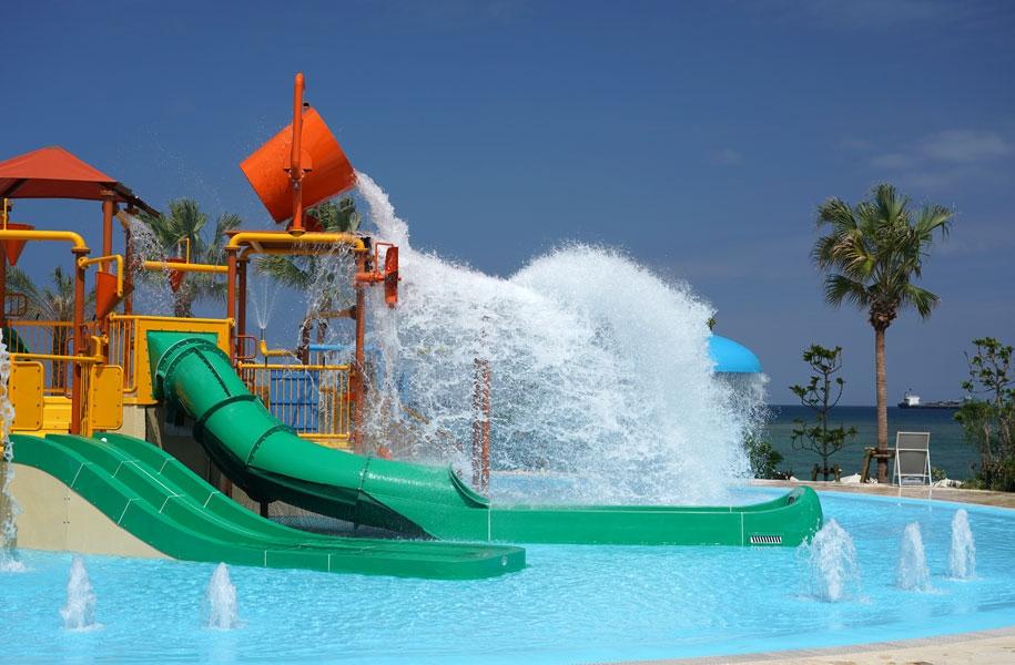 キッズの好奇心をくすぐる仕掛け満載の水遊びエリア「スプラッシュパーク」