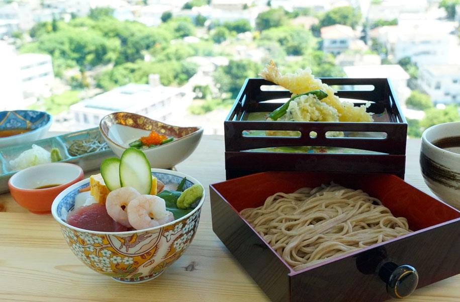 海鮮丼と冷し天ざる蕎麦 1,800円(税込)