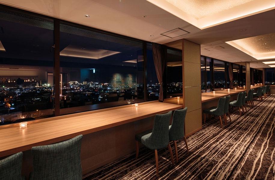 夜は石垣島の街の夜景を目の前に美味しいお酒とおつまみをお楽しみいただけます。