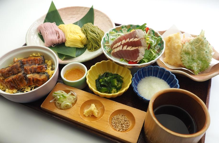 見た目も楽しい三色麺と天婦羅、ミニうな丼で夏を乗り切る!