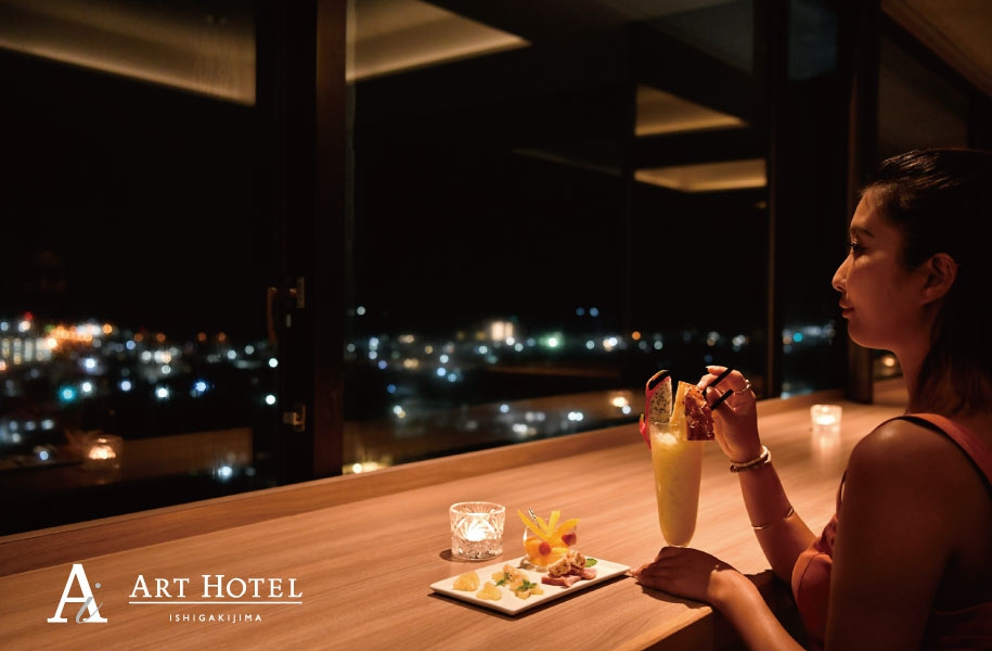 最上階のバーは24:00までオープン(23:30ドリンクL.O.)。美しい夜景をお酒とともに・・・