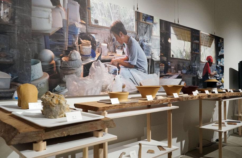 作陶工程を道具とともにご紹介しております