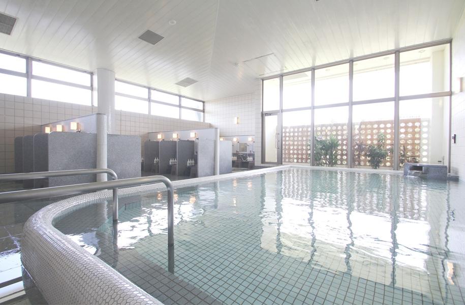 大浴場にぃふぁい湯は、観光や遊びで疲れた体を癒してくれます