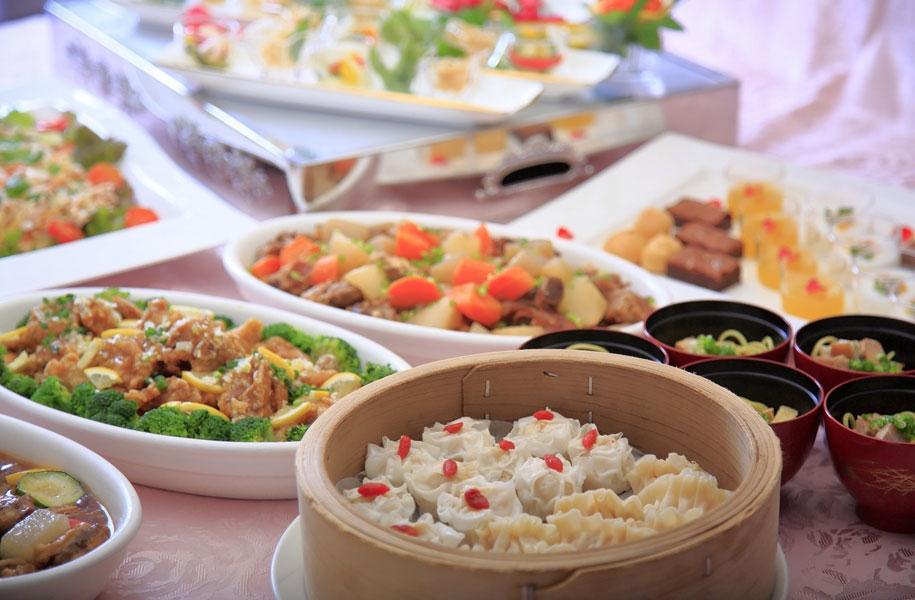フカヒレ風餃子とイカ豆腐焼売など中華も充実