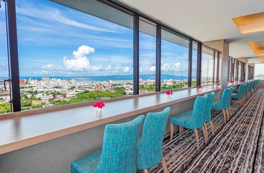 アートホテル石垣島13Fカプリコン。最高の景色を目の前に、美味しいランチをどうぞ