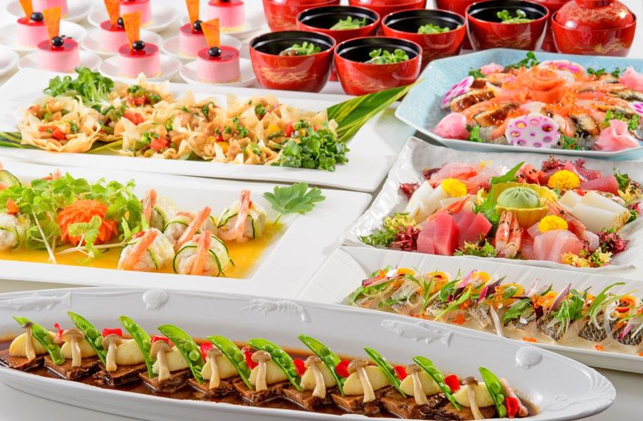 卓料理なら、お席に料理が並ぶので、お客様に座ったまま落ち着いてお召し上がりいただけます。 (写真はイメージです)
