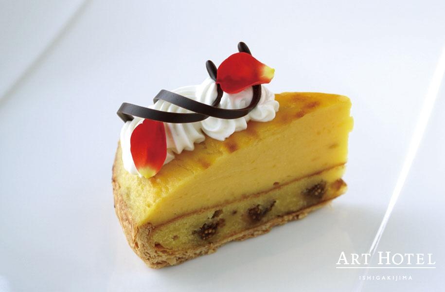 濃厚な安納芋とパイがとても合うケーキ。通常ラインナップとして登場です。